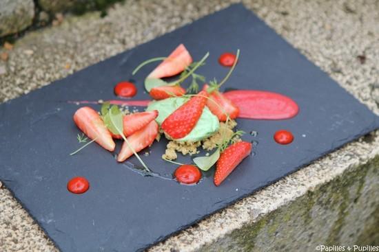 Assiette de Fraises, crème d'estragon et coulis de poivron rouge