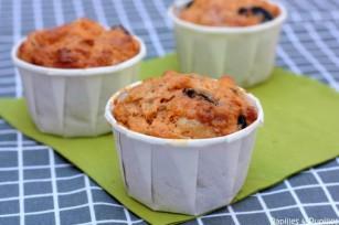 Muffins au coulis de tomates, olives noires, Parmesan et flocons d'avoine