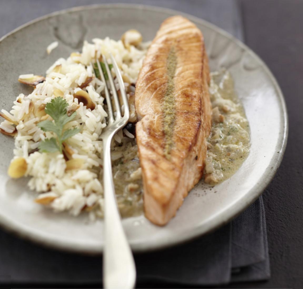 Pavé de saumon au curry vert et noix de cajou