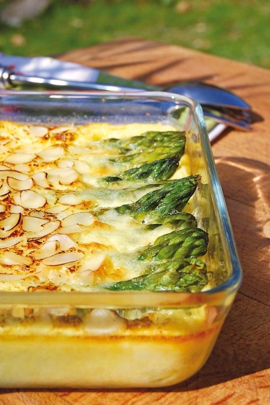 Clafoutis d'asperges vertes, amandes et parmesan ©Philippe Dufour Interfel