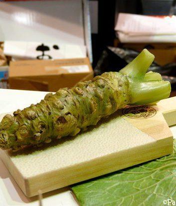 Racine de wasabi et râpe en peau de requin
