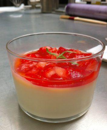 Panacotta aux fraises chocolat blanc et verveine