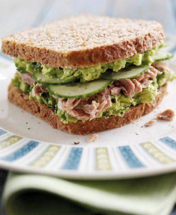 Sandwich à l'avocat du Pérou et au thon