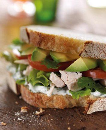 Sandwich au poulet et à l'avocat du Pérou