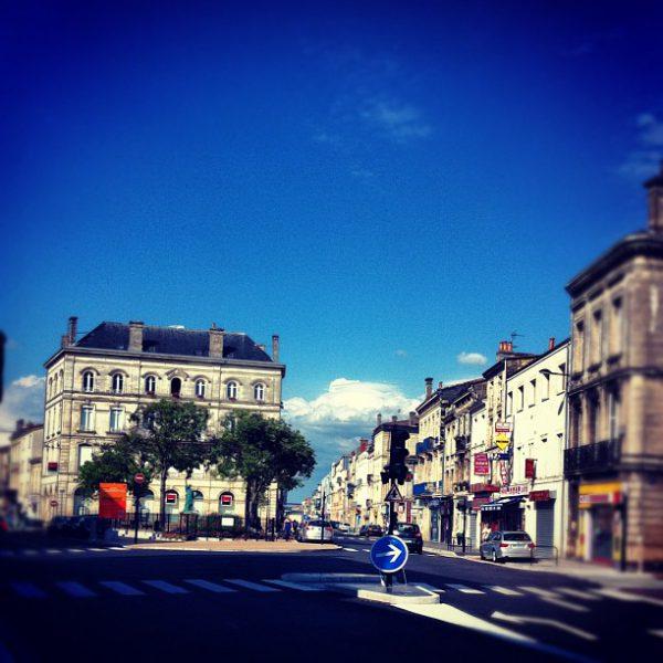Waiting for the bus #bordeaux