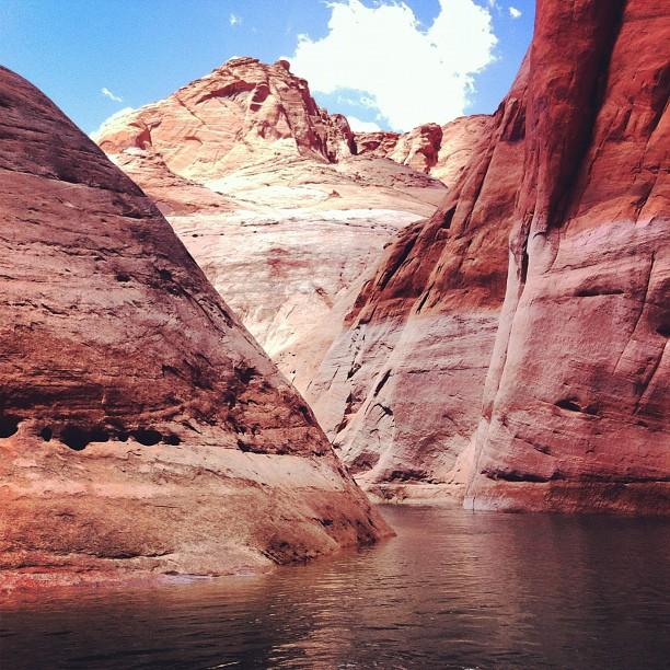 En bateau dans les canyons