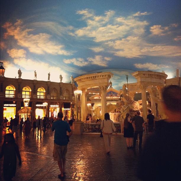 L'incroyable faux ciel de la galerie du Caesar Palace ; toujours aussi sidérante #LasVegas