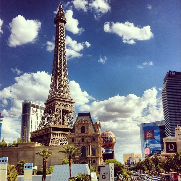 Paris ? Non ;) Las Vegas ^_^ construite à l'échelle 1/2