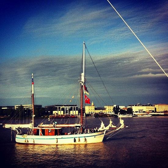 Voilier sur la Garonne