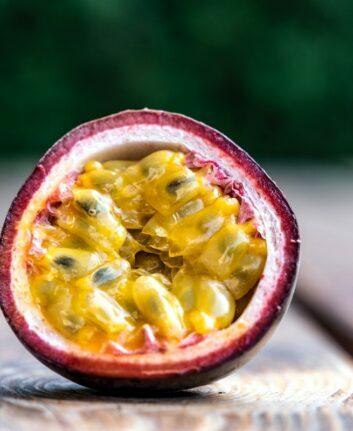 Fruit de la passion © Michael Kucharski on Unsplash