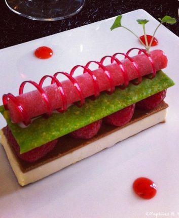 Symphonie fraises et pistaches - Chez Philippe Etchebest à L'Hostellerie de Plaisance - Saint Emilion