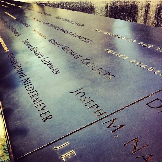 Ground Zero - Noms des victimes gravés dans le bronze