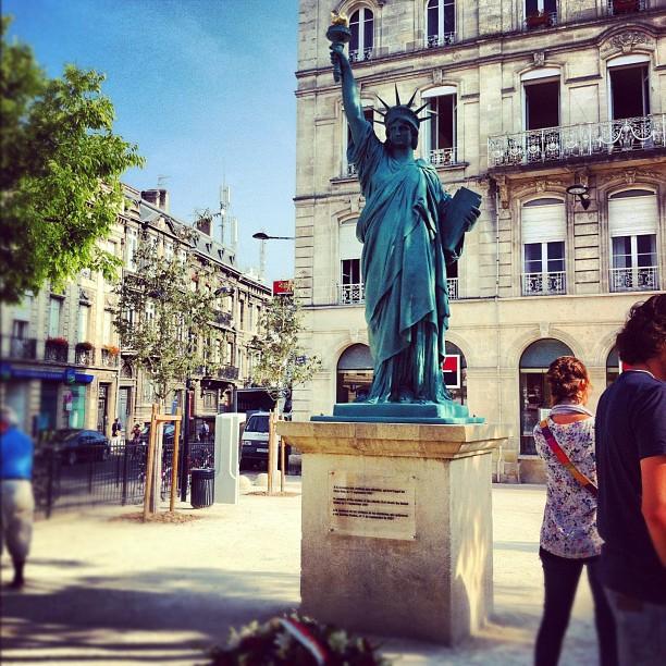Hommage aux victimes du 11 septembre à #bordeaux - place Picard