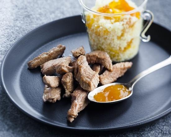 Agneau grillé et chutney à la mangue, aux abricots secs et clémentine