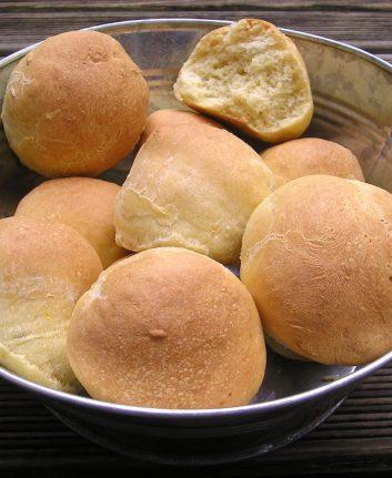 Petits pains aux zestes d'orange et grains de fenouil