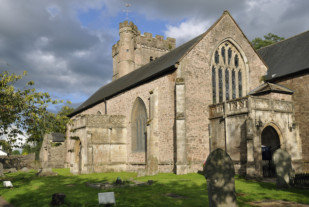 The Priory Church of St. Mary, Usk, Monmouthshire De Martin Fowler shutterstock