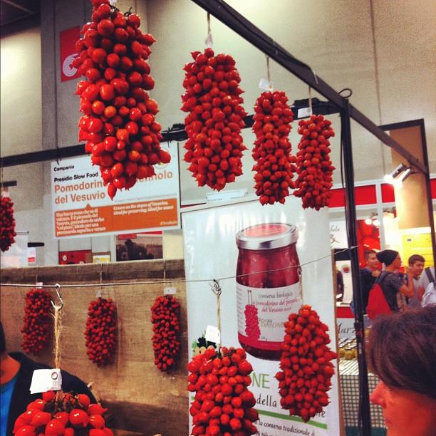 Pomodori de piennolo - tomates du Vesuve sur grappes séchées au soleil - goût intense