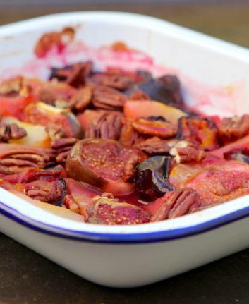 Fruits d'automne compotés au four, miel et cannelle