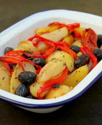 Pommes de terre rôties, poivrons et olives noires façon Jamie Oliver