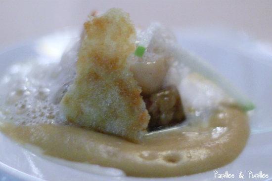 Mise en Bouche : Saint Jacques et anguille fumés, Foie gras et émulsion noisettes torréfiées