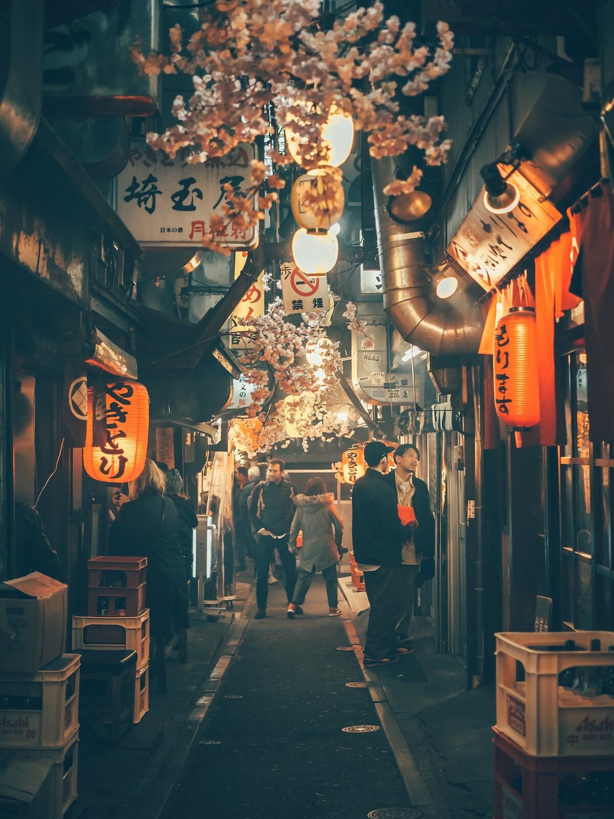 Tokyo ©Yoav Aziz on Unsplash unsplash