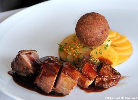 Canard croisé de Monsieur Duplantier (pour deux personnes), frotté Sichuan orange puis rôti sur le coffre - Navets boule d'or glacés au miel et radis noir, jus thaï