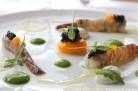 Caviar Perlita d'Aquitaine, fine feuille de bintj confite, mascarpone au citron vert, jaune d'oeuf crémeux et chips croustillante