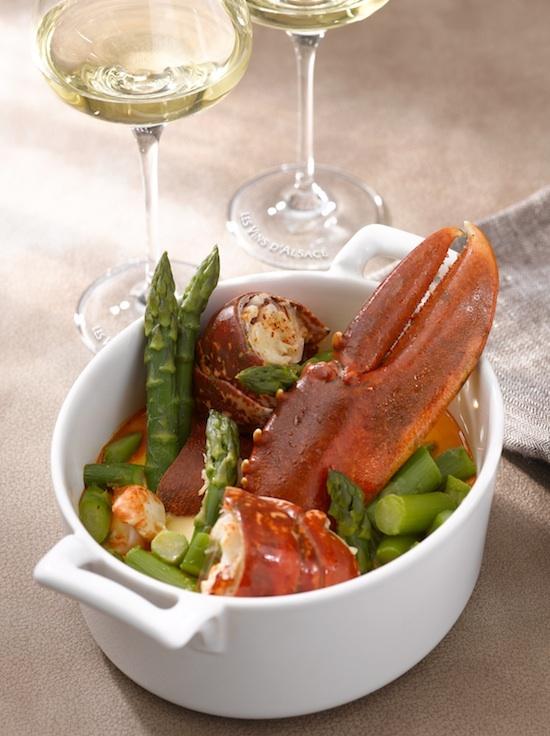 Cocotte de homard poché aux asperges et sa nage de Riesling
