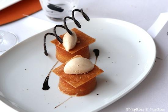 Coeur de poire rôtie à la réglisse, arlettes croustillantes, crème glacée au café