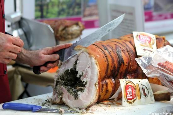 Porchetta Del Ponte – cochon farci d'herbes cuit entier au four à bois