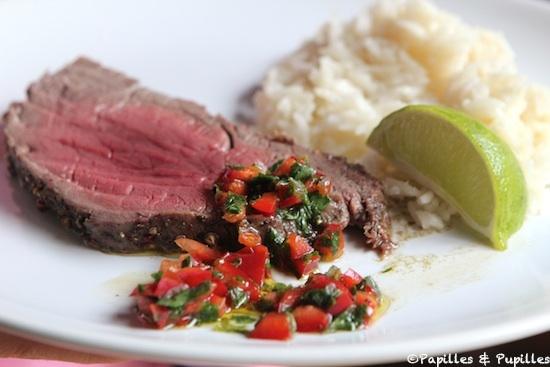 Rôti de boeuf au four, salsa au poivron rouge et riz blanc