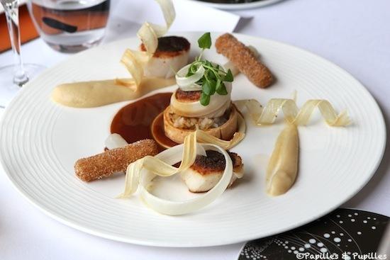 Saint Jacques bretonnes, piquées de foie gras et rôties. Déclinaison de salsifis et amandes - Jus réduit au cigare Cohiba