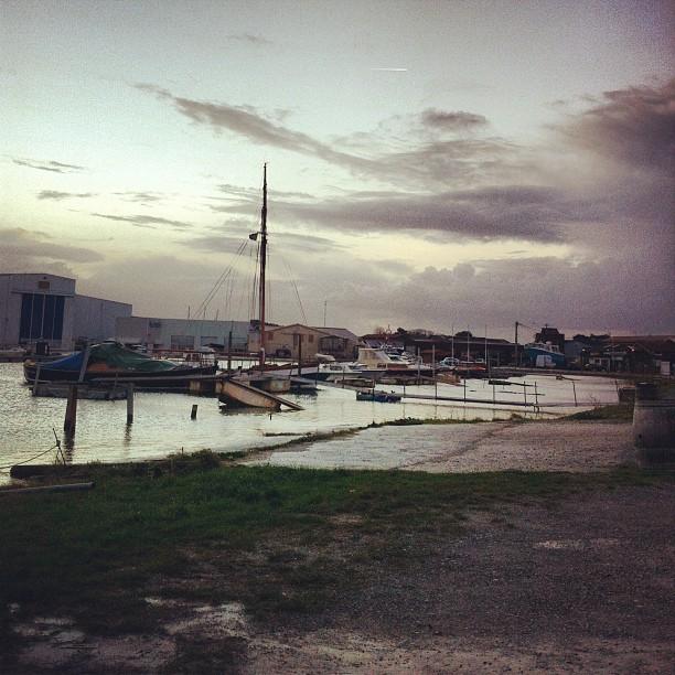 Lever de soleil (sunrise) - port de Larros - Gujan Mestras, France