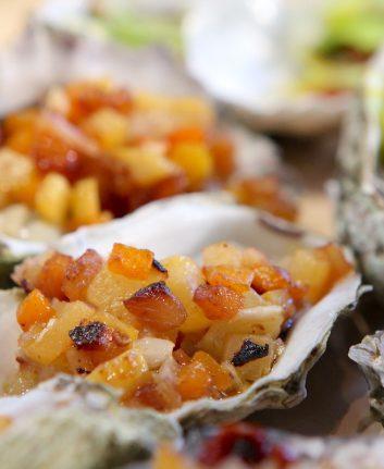 Huîtres grillées aux petits légumes croquants