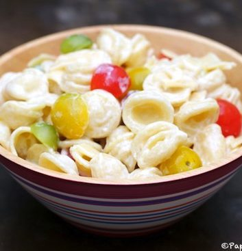 Salade de pâtes, tomates multicolores et Leerdammer