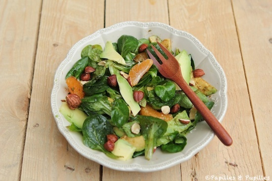 Salade de mâche, avocat, clémentine et noisettes