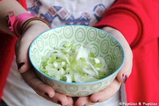 Oignon blanc coupé en lamelles
