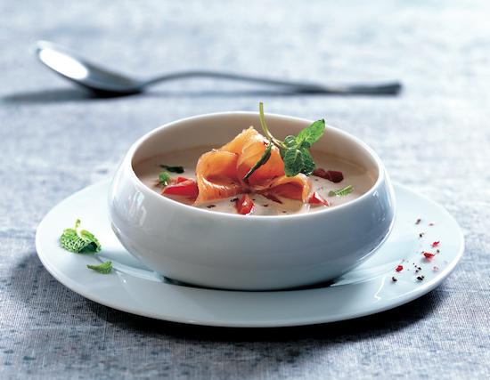 soupe froide au concombre yaourt grec et saumon fum. Black Bedroom Furniture Sets. Home Design Ideas