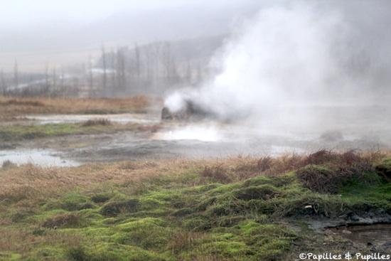 Sur les terres des geysers