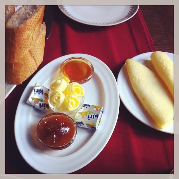 A Marrakech c est l heure du petit déjeuner avec les délicieuses crêpes 1000 trous