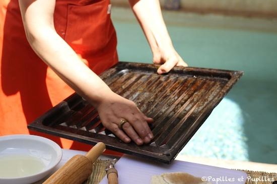 Huilez légèrement une plaque de cuisson