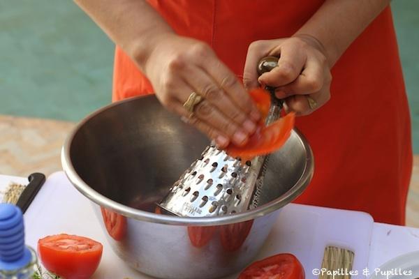 Râpez les tomates