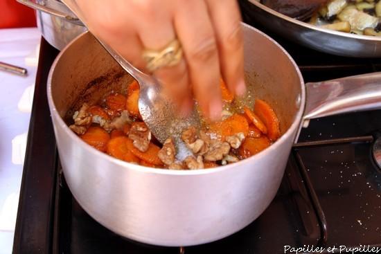 Ajoutez le sucre vanillé et les noix