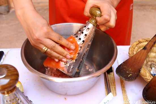 Râpez la tomate