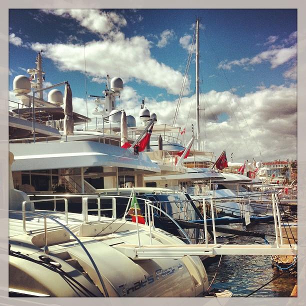 On se croirait au salon du nautisme - yachts à Cannes juste énormes