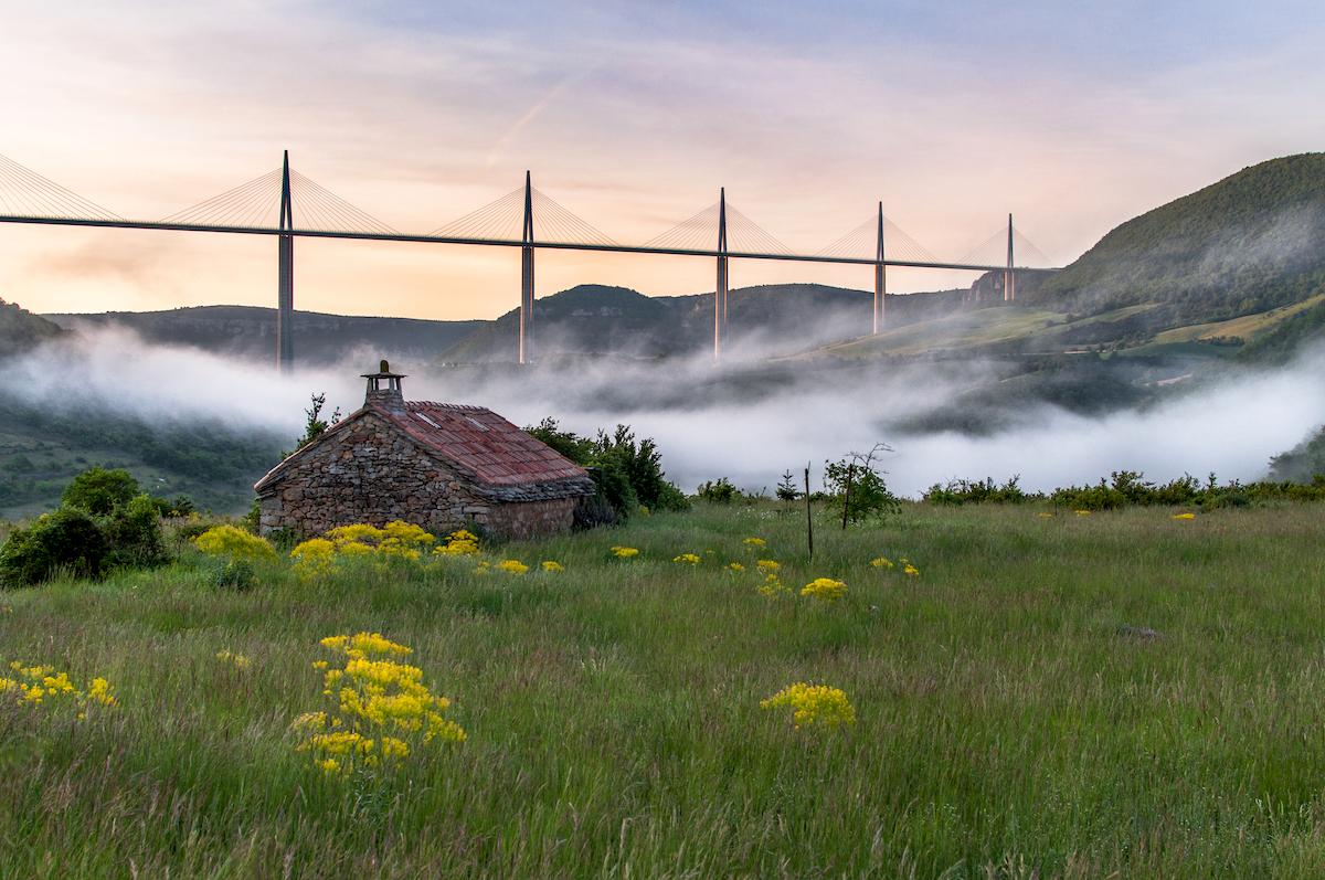 Aveyron - Viaduc de Millau ©valeriiaarnaud shutterstock