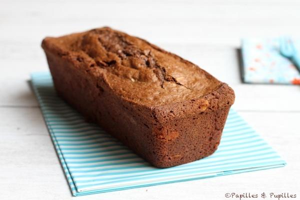 Cake au chocolat et aux amandes entier