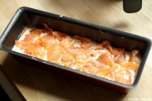 Déposez des pétales de saumon fumé