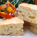 Focaccia à la farine de maïs, au piment de Cayenne et à la ciboulette