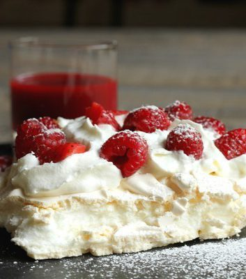 Pavlova aux fraises et framboises